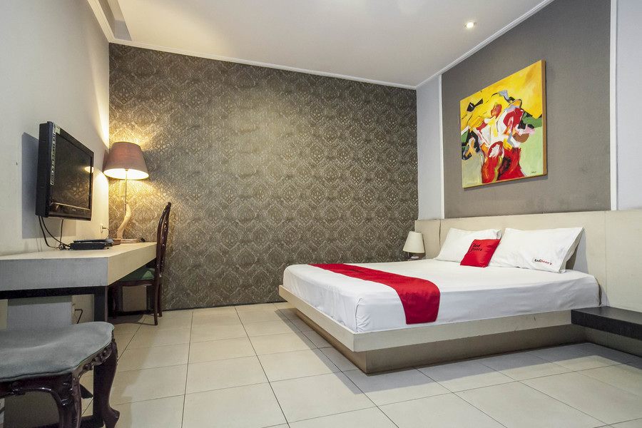 reddoorz plus near ciputra world 2
