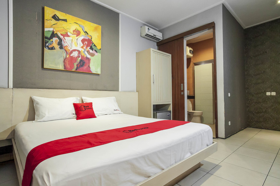 reddoorz plus near ciputra world 3