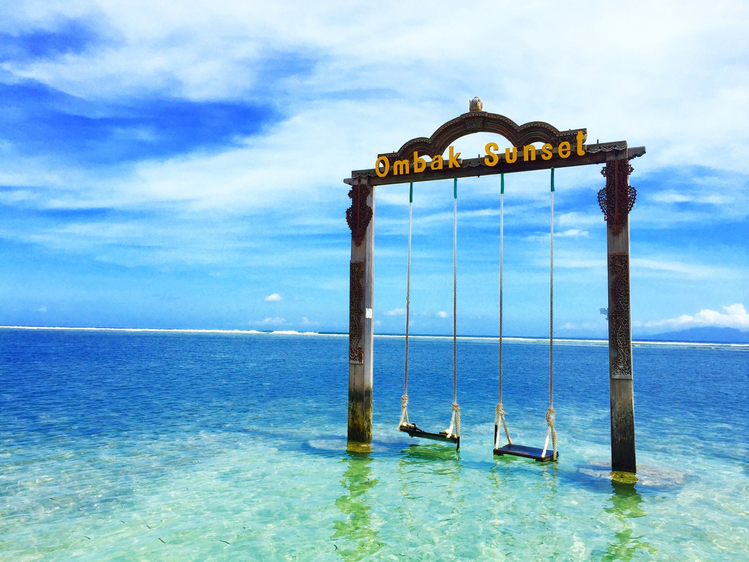 Ombak Sunset Swing Gili Trawangan Lombok Indonesia